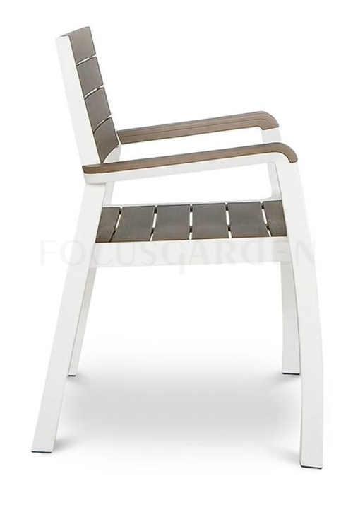 Moderní plastové zahradní židle