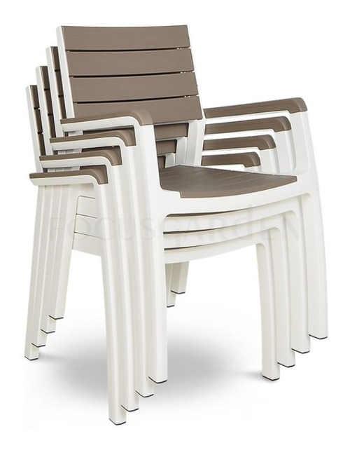 Praktické stohovatelné židle na balkon