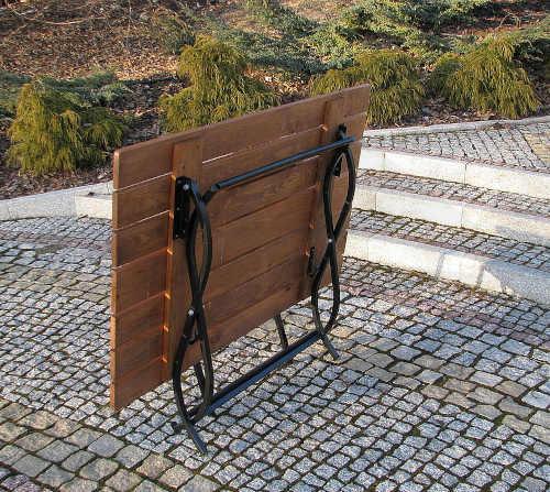 stolovací zahradní sestava z kovu a dřeva