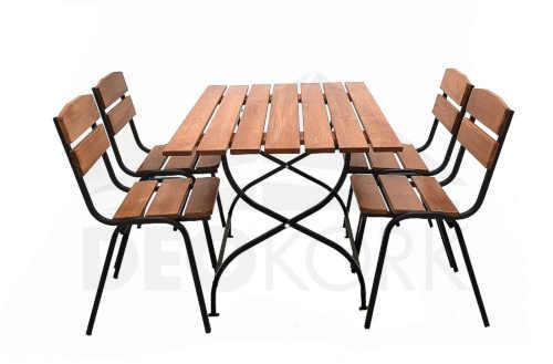 venkovní stolovací sestava ze dřeva a kovu