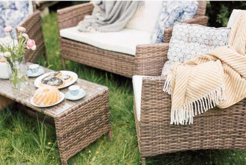 set zahradního nábytku z umělého ratanu