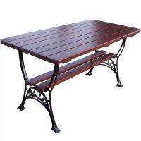 Velký dřevěný stůl v dekoru třešeň
