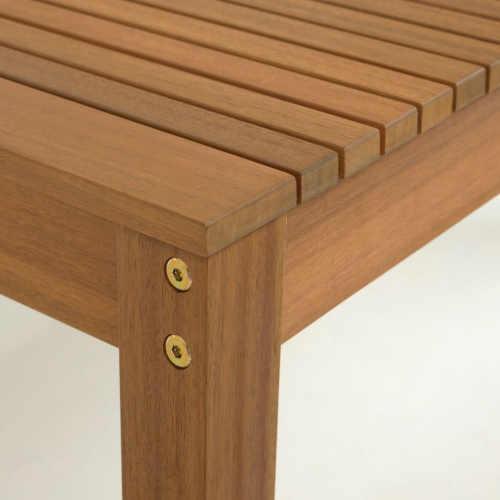 dřevěný praktický jídelní stůl